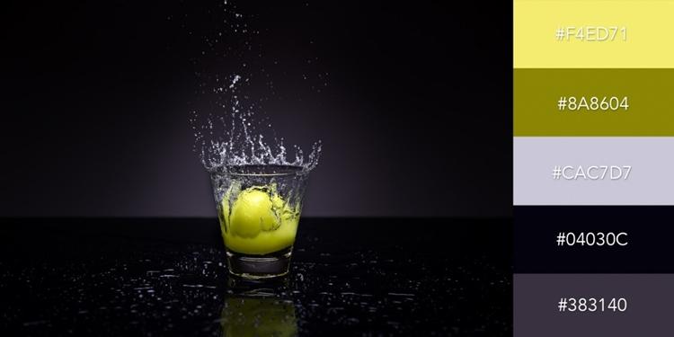 Màu cam nhạt và olive nổi bật trên nền đen xám, đem lại cho thiết kế một vẻ phá cách