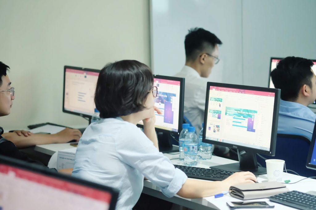 Khoá học PowerPoint và khoá học Báo cáo Excel tại Slide Factory